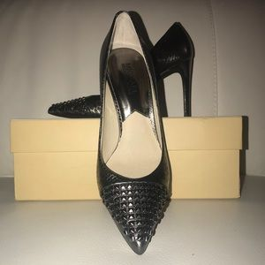 BRAND NEW MICHAEL KORS PUMPS!